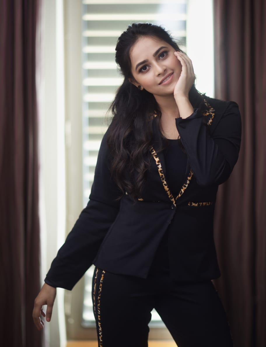 Exclusive Pictures Of The Beautiful @SDsridivya Are Here! Take A Look😍🤩  #SriDivya #SriDivyaLatestStills #Photoshoot #PicturePerfect #gallery   @V4umedia_