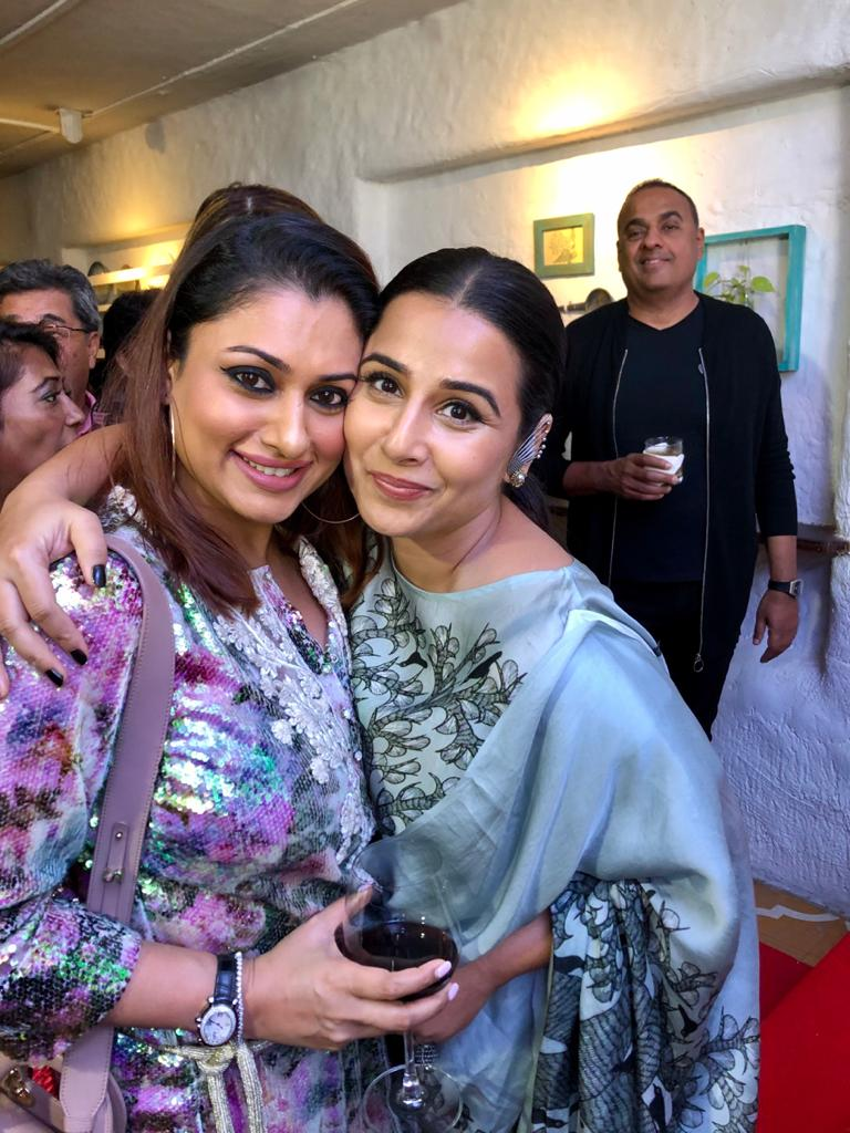 Look Who Bumped Into Each Other!?   #Malavika Shares Picture With Everybody's Favourite @vidya_balan 😍👌🏻🤩  #PhotoOfTheDay  #PictureOfTheDay  #PicturePerfect