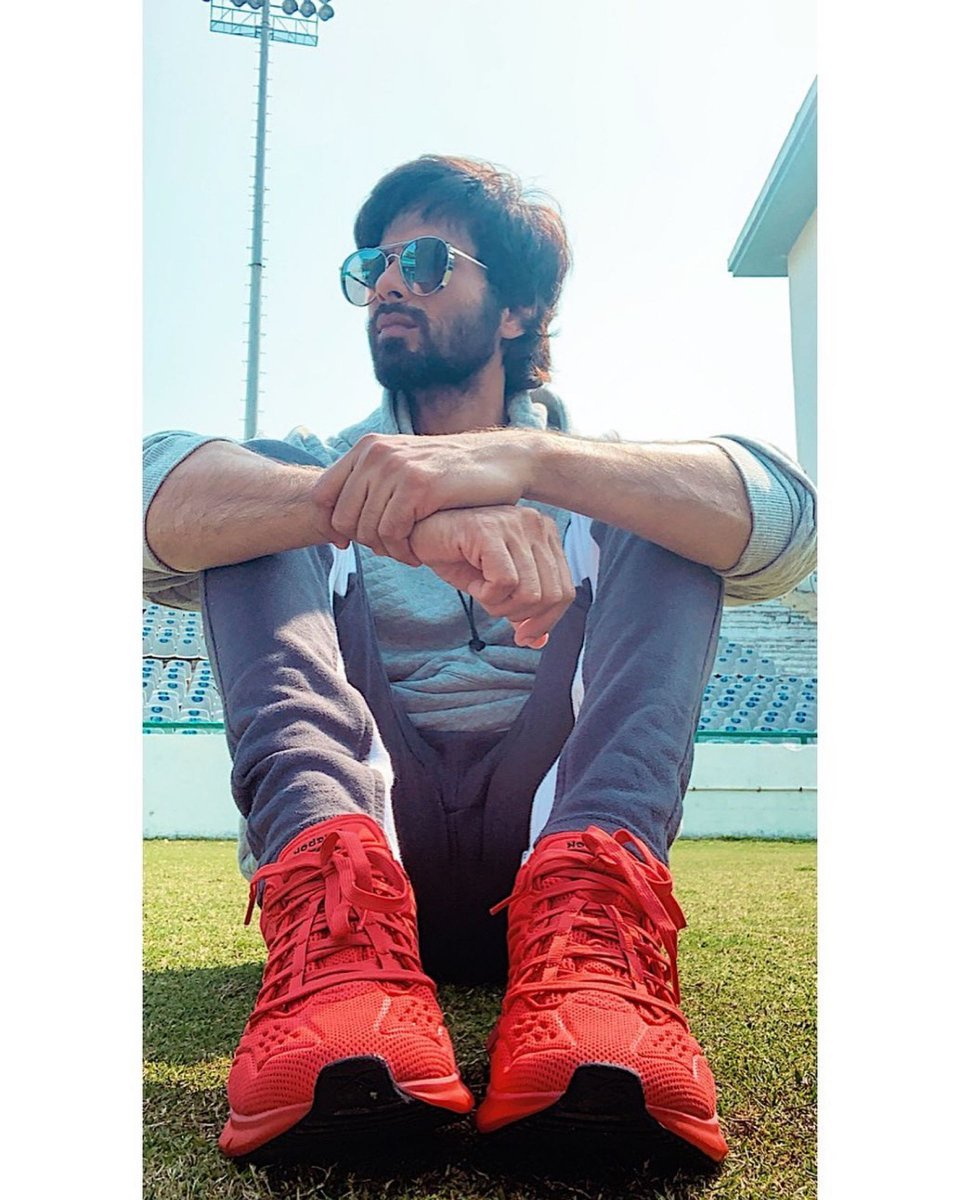 Red hot! #ShahidKapoor's sneaker game is on point.