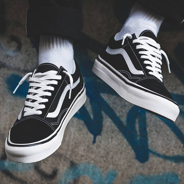 The black/white Vans Old Skool is available in a nice range of sizes for $48 + FREE shipping!  BUY HERE ->  (promotion - use code DEAL20 at checkout)  💥 FLX members get FREE shipping - free to join:
