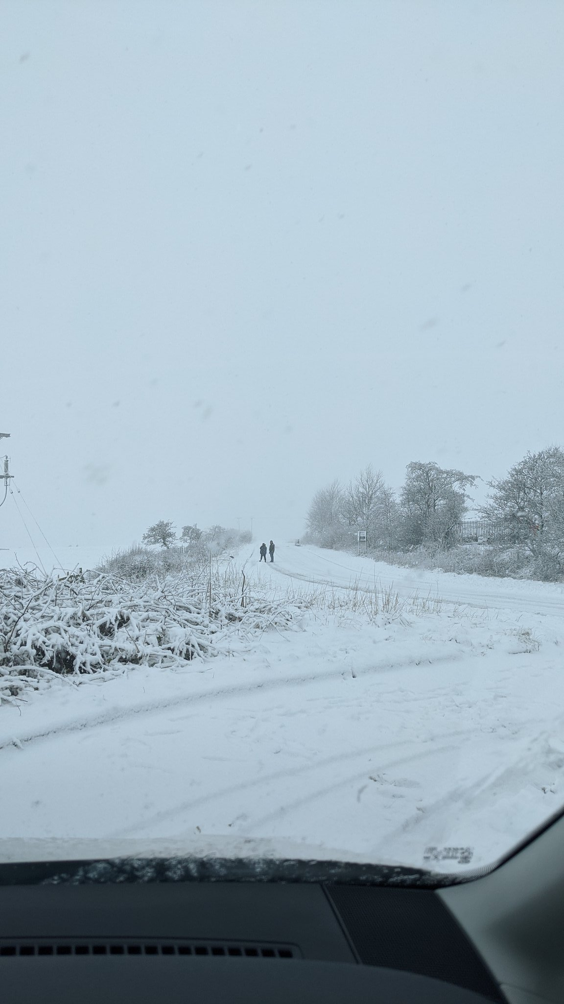 Scenes like this will likely greet a fair few Monday morning across parts of County Durham/Northumberland...  This was on the 13th with no weather warning in place.  Tow Law - County Durham https://t.co/nZ2JhjpO2H