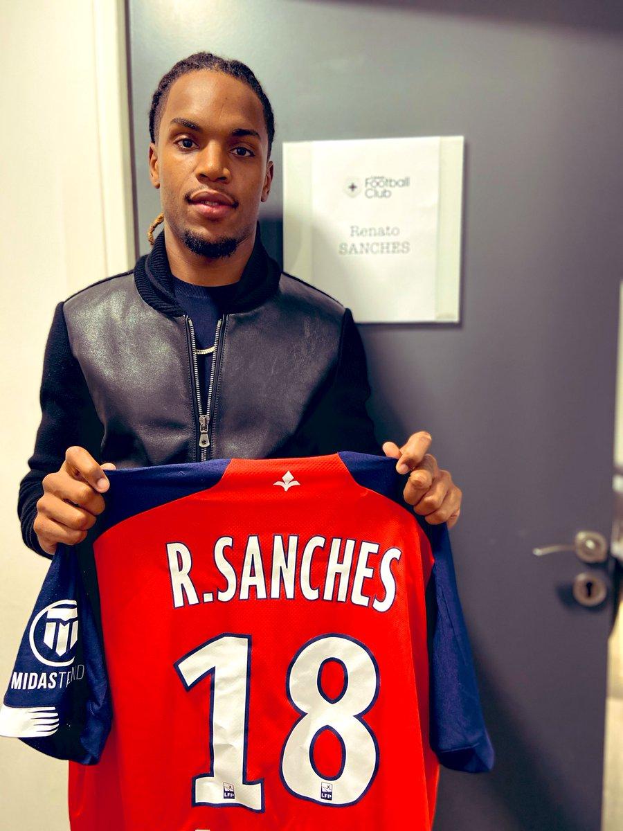 RT + Follow le @CanalFootClub pour tenter de gagner le maillot dédicacé de @renatosanches35 ! 🎁