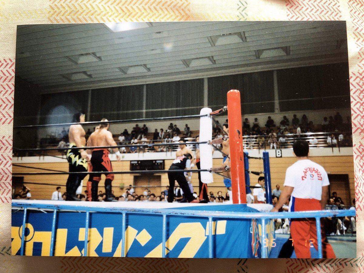 test ツイッターメディア - おはようございます🐧  先日お話しした「新日本プロレス22年前の北見大会」の写真を実家で探して見つかったんですが見てビックリ‼️北見にロードウォーリアーズ来てたんですね!北見でWWEのレジェンドの試合が見れるなんて…貴重‼️😍 #njpw    今日も1日グラシアスで‼️ https://t.co/viNrlrVspr