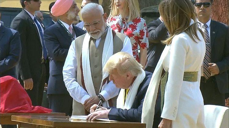Our President @realdonaldtrump and @flotus signed the guest book at Gandhi Ashram. ❤️🇺🇸💙🇮🇳