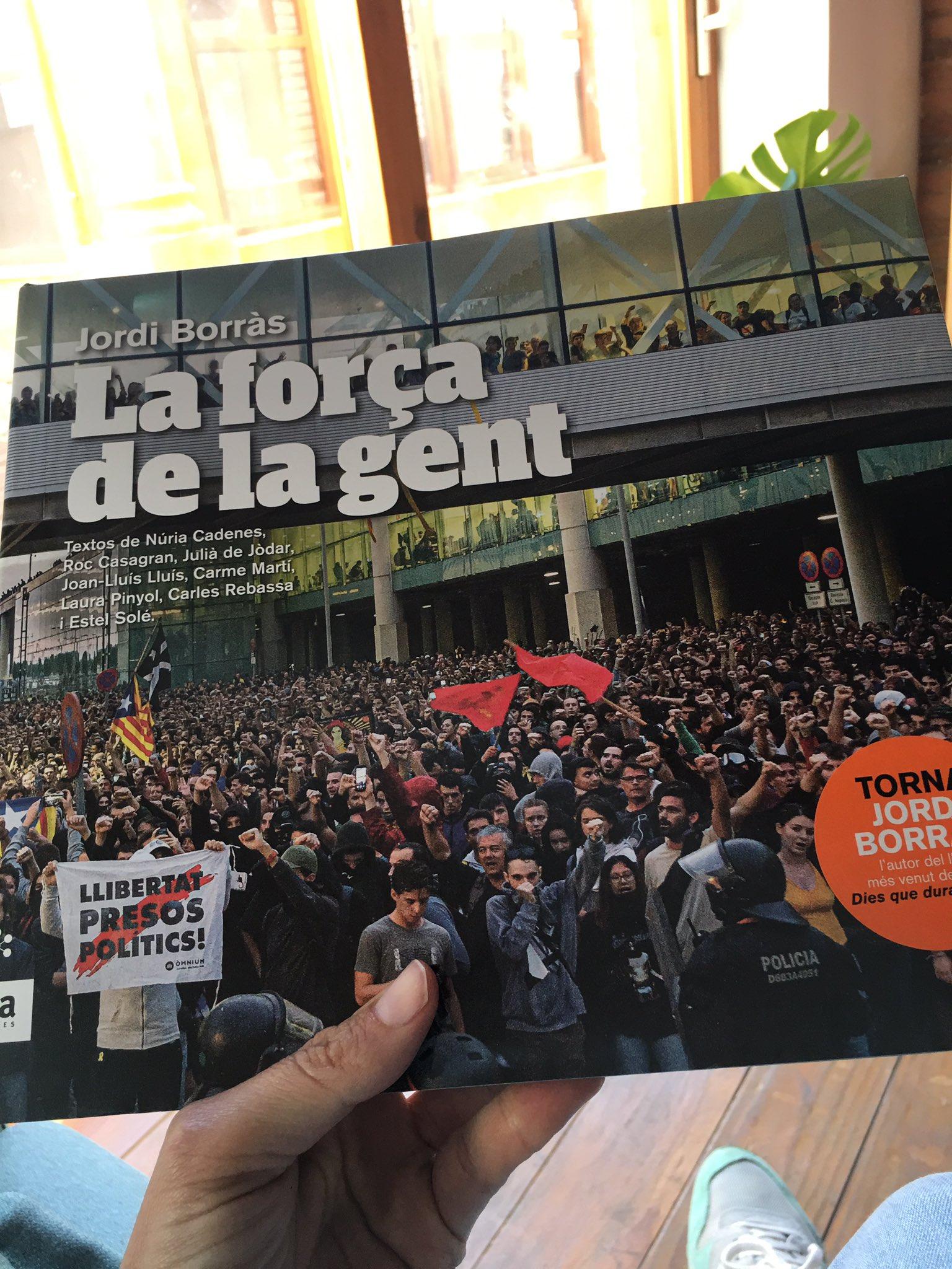 Ja ha arribat!  @jordiborras  @arallibres   #Laforçadelagent https://t.co/0g3XGAHglc