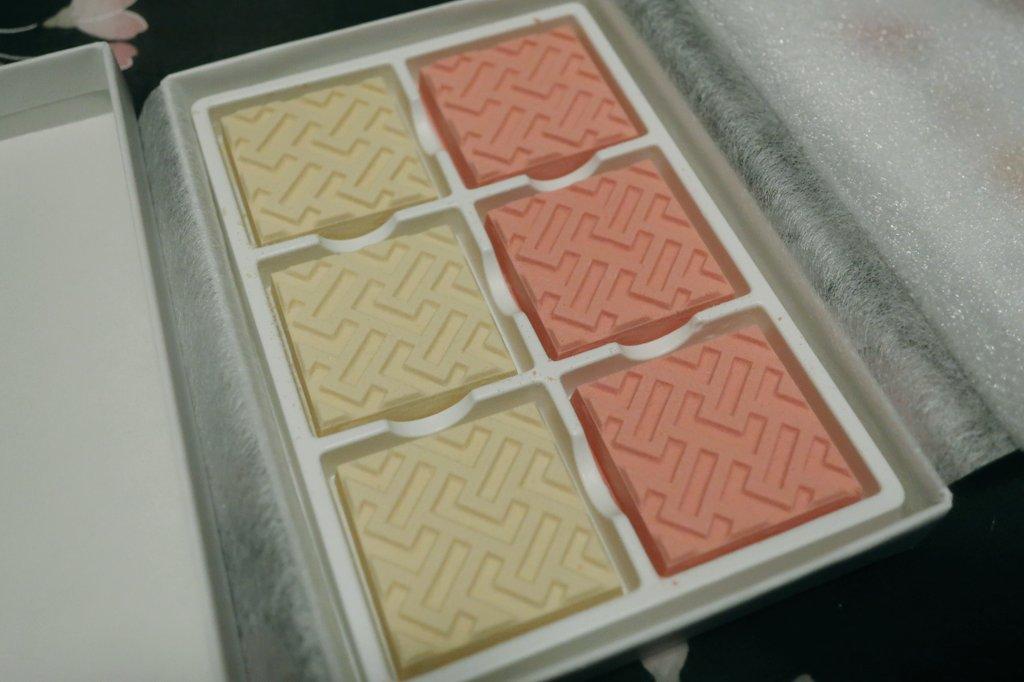 test ツイッターメディア - 根津美術館にて購入した虎屋さんのお菓子。季節の羊羹「雛衣」と、特別展「虎屋のおひなさま」限定の干菓子です🎎 食べるの楽しみ😊🎵 https://t.co/bpbTEFfhnB