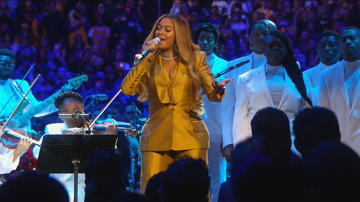 """ICYMI: Watch Beyonce open the Kobe and Gianna Bryant memorial service with performances of """"XO"""" and """"Halo"""""""