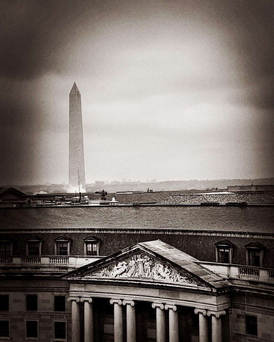 Rainy day in our Nation's Capital...Great shot from one of our @TrumpDC guest room on the 7th floor...#WashingtonDC #Trump #washingtonmonument #monument #historic #success #neversettle #onlyfivestarhoteldowntowndc #tuesday