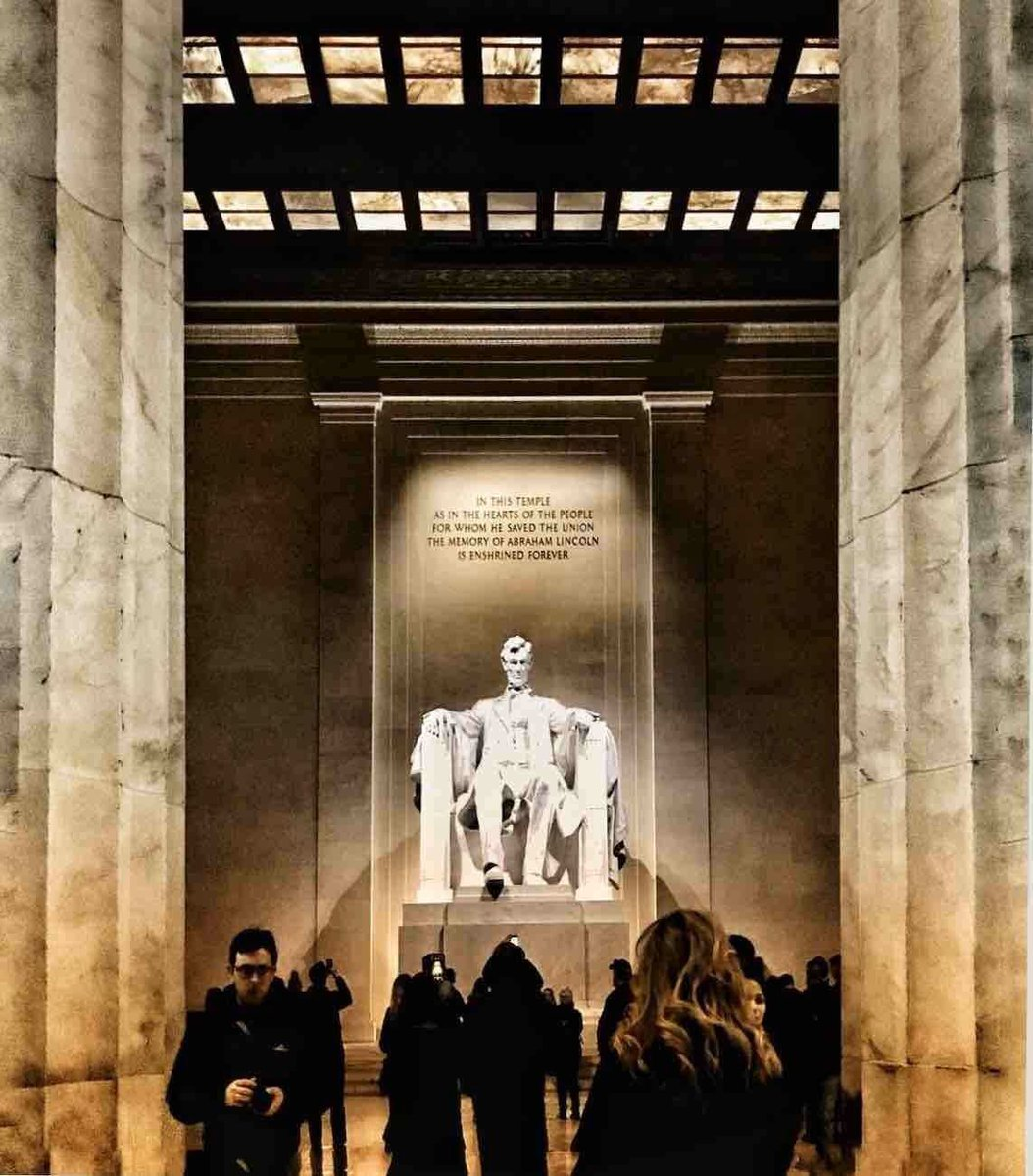 While it is only one of several monuments built to honor an American president, many regard the Lincoln Memorial as the very finest one.   Top 5 Things To Know Before Visiting 😊 🎧   #travelIUSA🇺🇸 #WashingtonDC  #traveltips #AbrahamLincoln  📸 Trover