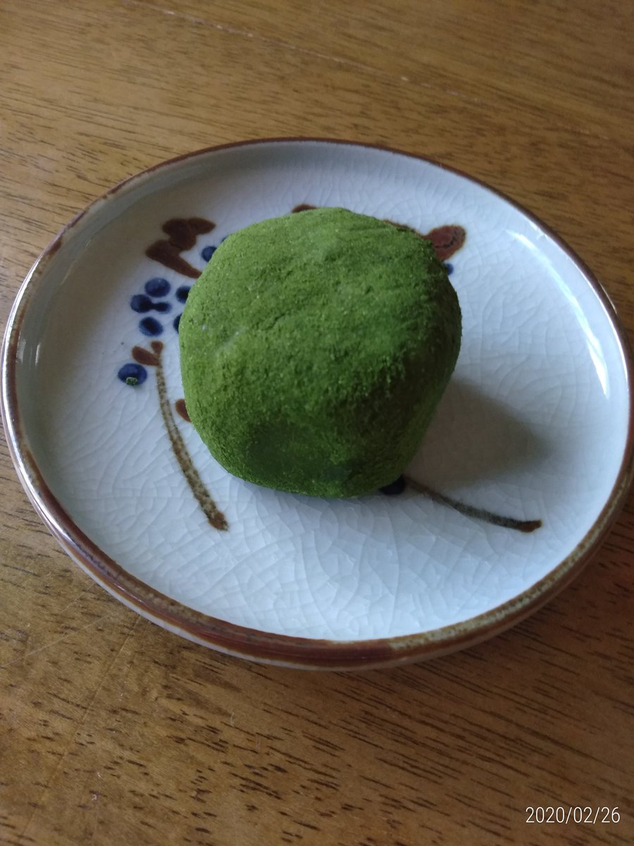 test ツイッターメディア - 愛媛に来たらこれを食べよう  霧の森大福 大福の中にこしあんがあり、その中にクリームが詰められてる 抹茶のほろ苦さがたまらん https://t.co/xFCGeG22zg