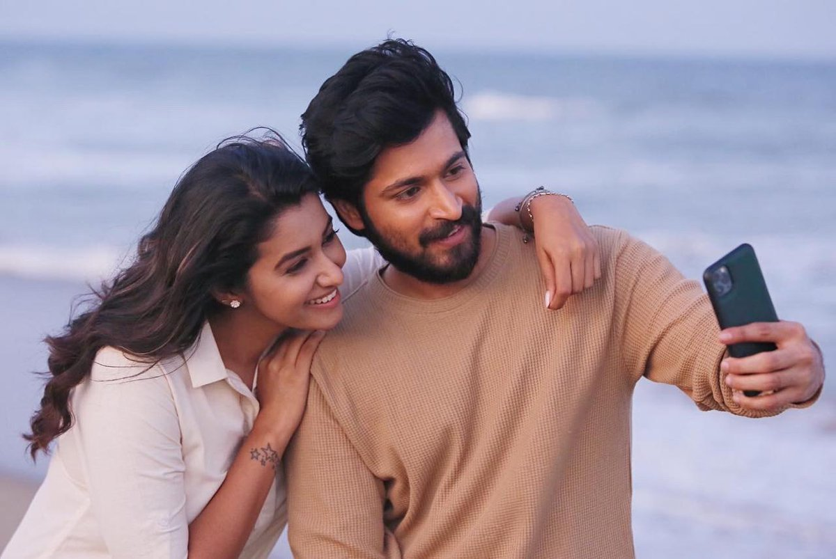 Lovely new click of @iamharishkalyan and @priya_Bshankar from the #Pellichoopulu Tamil remake. Shoot has been completed successfully 👌👍