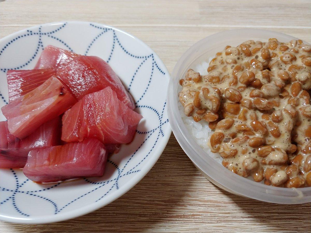 test ツイッターメディア - 今日食べたもの 朝 赤飯おにぎり226kcal、ザバスミルク102kcal、つぶあんパン475kcal 昼 あさりご飯332kcal、ししゃも99kcal、ゆで卵65kcal 間 南部せんべい、オレンジジュース、色々煎餅、栄養補給ゼリー83kcal 夜  マグロの刺身、納豆、白米 https://t.co/7K1pzor7y5