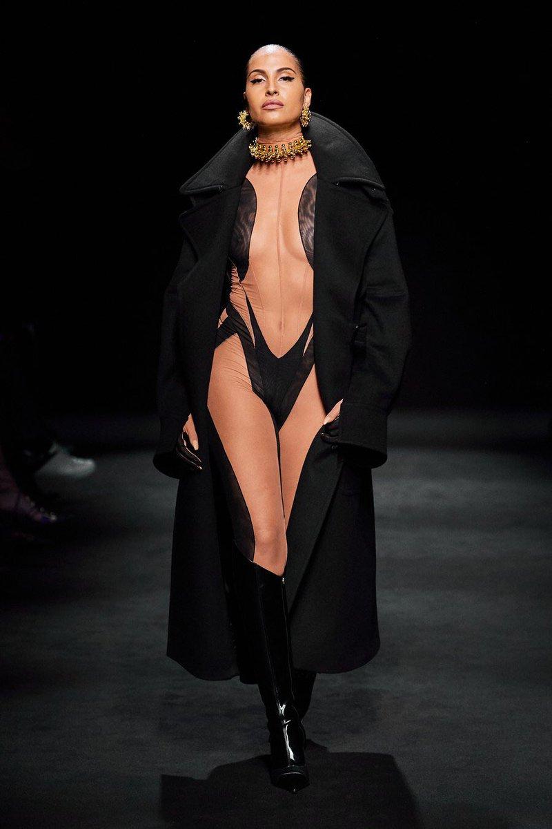 Snoh Aalegra killing it in the Mugler Fall 2020 Ready-to-Wear show #PFW 🖤