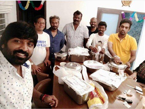 A Recent Selfie 🤳 of #makkalselvan @VijaySethuOffl !!