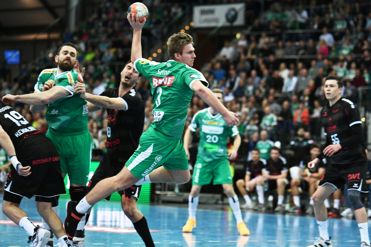 +++LIVE+++ Die DHfK-Handballer führen zur Halbzeit gegen die Eulen Ludwigshafen mit 15:12. https://t.co/JHt14wJtAc