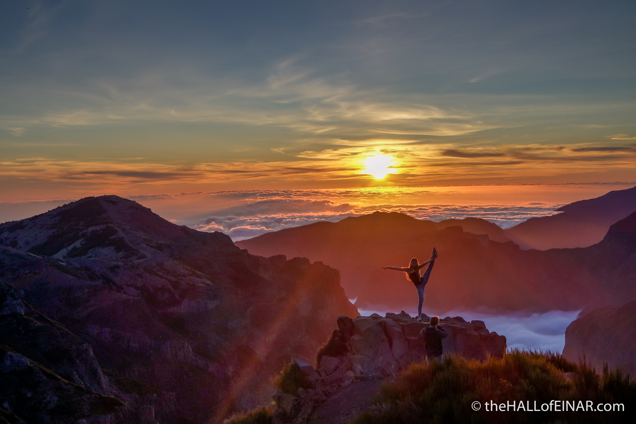'The colours are spectacular high above the clouds. The final few Instagram image seekers are still here. She has to try several wobbly times before she nails it. I'd love to see what his photograph of her was like.' From today's blog. @Madeira https://t.co/2sKZrUM4sv