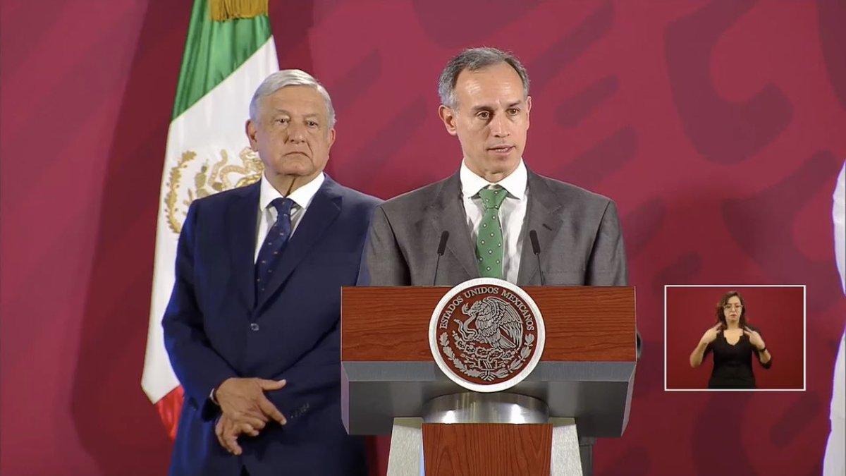 """#AlMomento El Subsecretario de Salud, Hugo López-Gatell, señaló que México aún se encuentra lejos de aplicar medidas """"extremas"""". La referencia la hizo entorno a el aislamiento o cuarentena, lo cual añadió, sería en un caso en que se pierda el control de propagación."""
