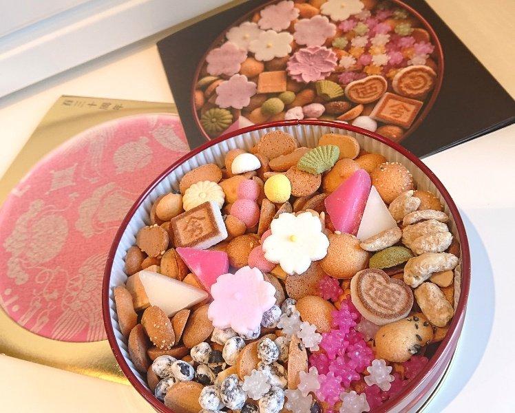 test ツイッターメディア - 銀座 菊廼舎さんの冨貴寄を購入しました(*^^*)❤️ いつ見ても美しい。そして美味しい。 自分用なので、赤丸缶。今の季節は桜が乗っていて可愛いです。 季節ごとの特別な季節缶もあり、今度はそちらもと思いました(*^^*) https://t.co/tHyM3XuTIk