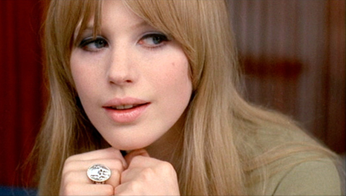 Marianne sings her 1964 tune 'As Tears Go By', for Godard in Made in USA, in 1966.