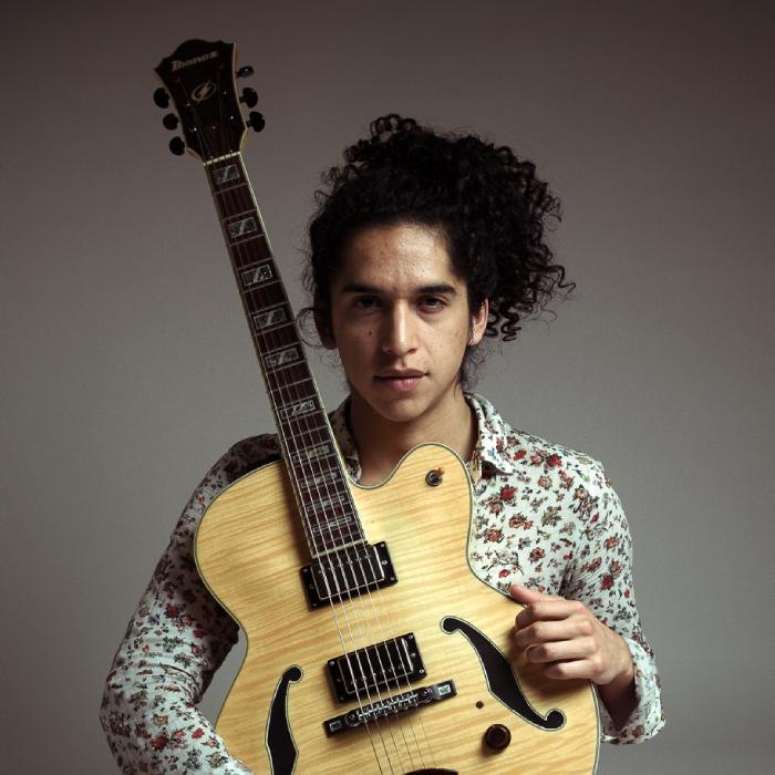 """test Twitter Media - Hoy en un nuevo episodio de #SuiteRecoleta✨, Iñigo Diaz nos presenta """"Fainu""""🎶, el disco debut de un interesante artista nuevo: Fernando Rain, guitarrista y compositor de 27 años. No te quedes fuera de esta cita semanal con el jazz chileno🎼 -> https://t.co/ENDGFmfjJI https://t.co/ZxqamgAHJq"""