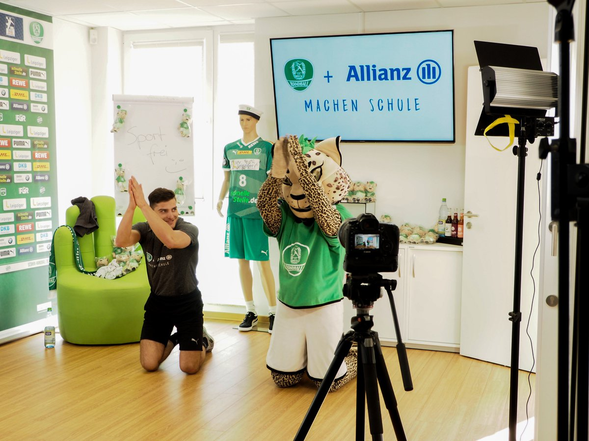 """Sport frei! - Die DHfK-Sportstunde zum Mitmachen"" 🤸‍ Folge 2 unserer spaßigen Fitness-Videos für Eltern und Kinder ist jetzt online auf unseren Kanälen Facebook, Instagram, https://t.co/CoY8cMd1xu und Youtube: https://t.co/RJJmtT3GGD https://t.co/qUNy7SyKMN"