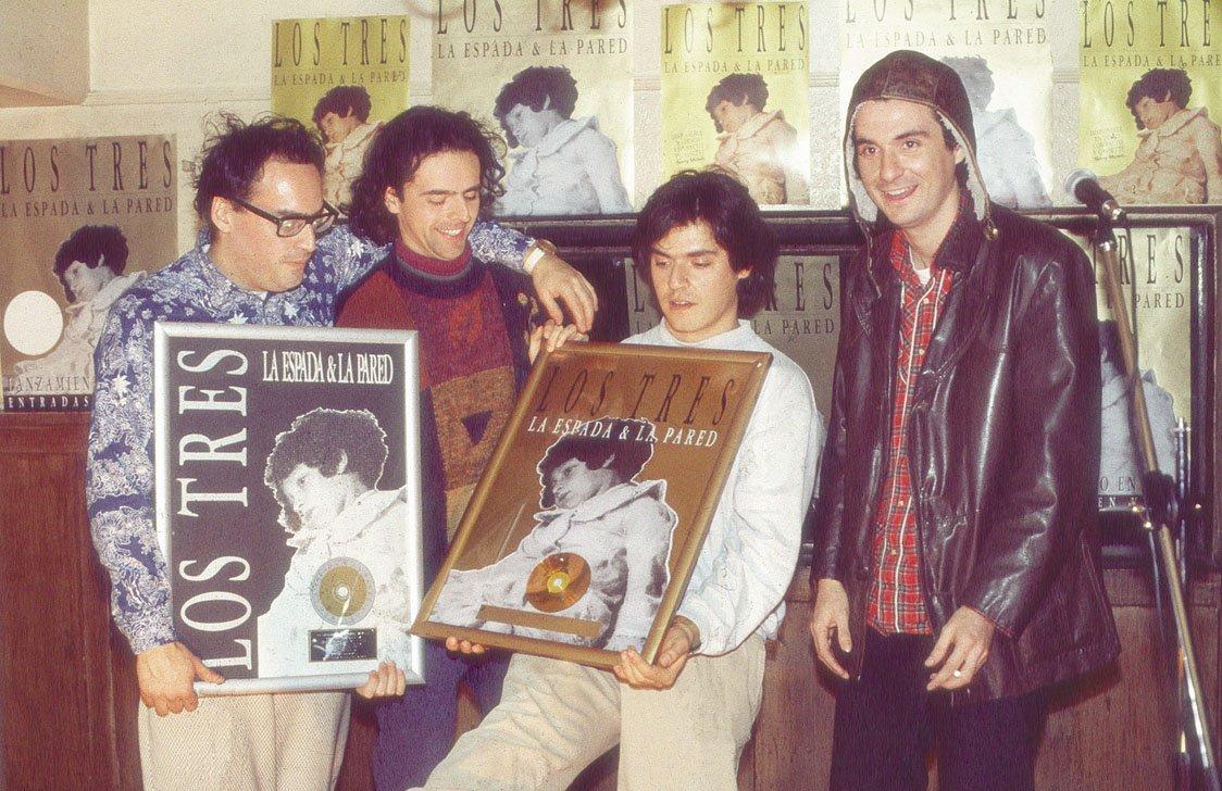 """test Twitter Media - El mundo de la música celebra los 25 años de """"La espada y la pared"""" 📀, el disco que catapultó a Los Tres 🎶. Te invitamos a revivir este álbum de culto considerado como una de las producciones más influyentes del rock nacional y latinoamericano ✨🙌 -> https://t.co/BaDq7n4hhG https://t.co/SszAhpz4At"""