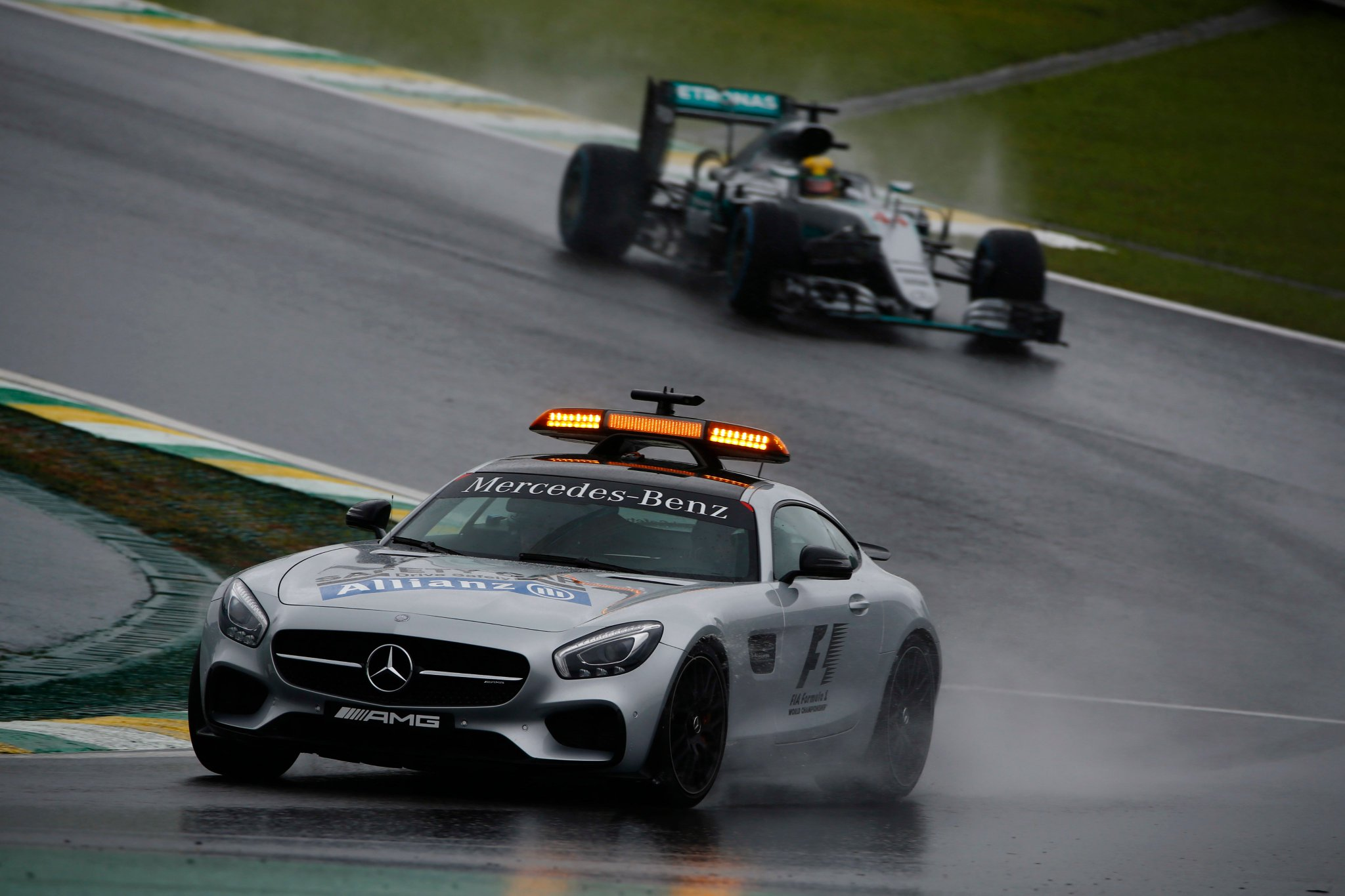 We are rolling behind the Safety Car at Interlagos ☔️  A reminder, @nico_rosberg will be @F1 Champion if he wins in Brazil  @LewisHamilton MUST go out there and win to take the battle to the final round in Abu Dhabi! Can he do it... 💪  #F1Rewind ⏪ #BrazilGP https://t.co/nny87tTMQP