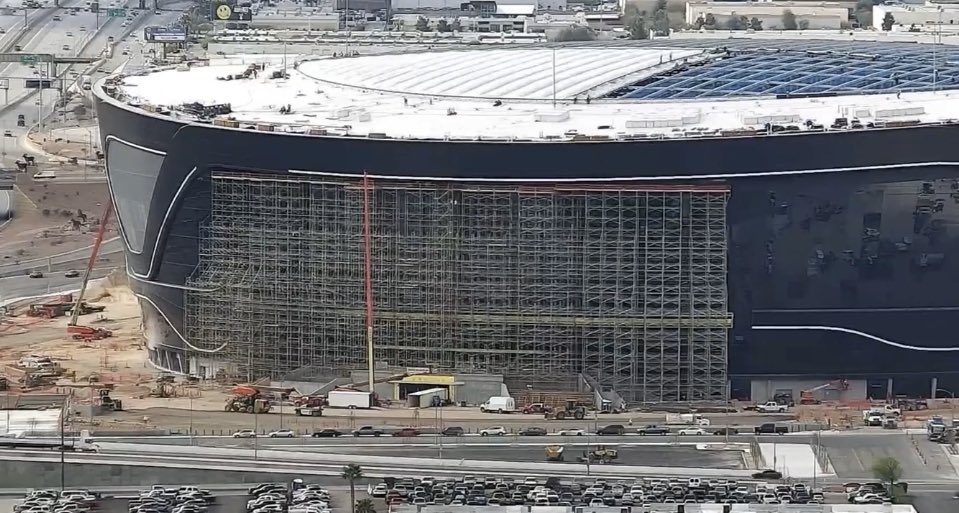ETFE roof installation moving along, while the second Allegiant Stadium sign installation on the west facing portion of the exterior continues. #vegas #raiders #stadium