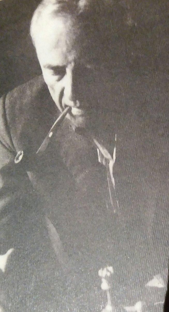 Witold #Gombrowicz fuma la pipa