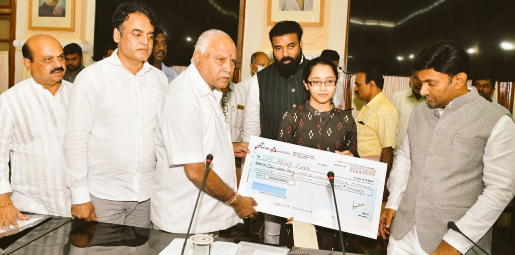 Amulya, a student of BMS Eng College has donated 1 lakh rupees from her savings for Covid-19 relief. This act of selflessness, humility & kindness is truly astonishing. We are grateful to have received your contribution. Let us all plz stay at home & fight this disease together. https://t.co/wzx2EvVAQB