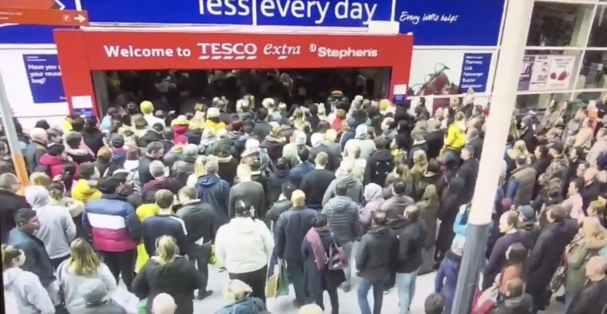 Live scenes from Hull as Tesco launches 2 for 1 deal on brain cells: