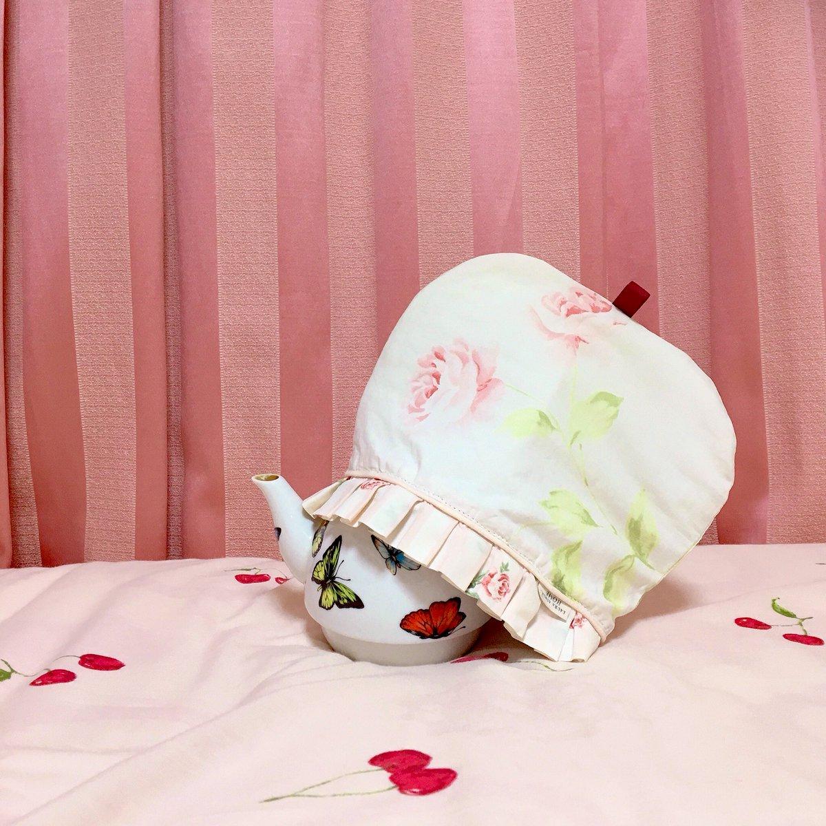 test ツイッターメディア - お気に入りのローラアシュレイの枕カバーが破れてしまったので、ティーコゼーにリメイクしてみました💪✨  がんばったけど、誰にも見せられないから褒めて!  #外出自粛 #おうち時間 #ローラアシュレイ #ティーコゼー #ハンドメイド #お裁縫 #コロナに負けるな https://t.co/wpBVyeDaz7