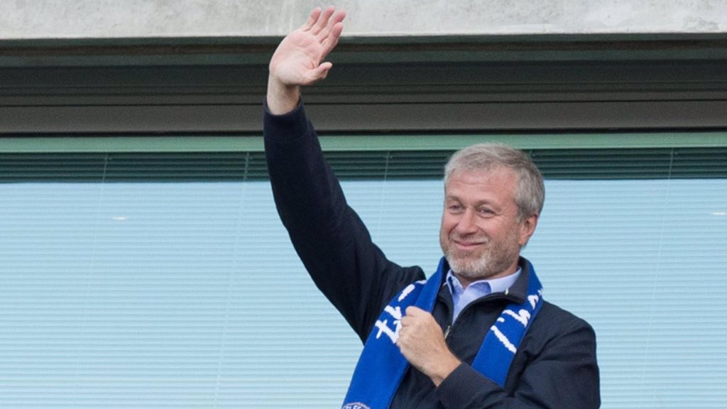 Full salaries promised to be paid until everyone can go back to work ✔️  Hotel open for all hospital staff completely free of charge ✔️  Clubs put on travel for all NHS staff ✔️  Made a huge donation to stop antisemitism in recent days✔️  This man is something special. 👑