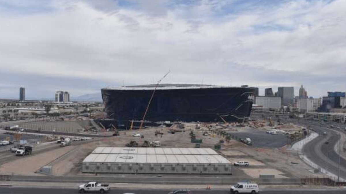 Some trailers used as office space at Allegiant Stadium have been removed. Expect the remaining to be removed soon, for paving and landscaping work. Raiders have an office near the stadium and some space will eventually move inside the stadium as well. #vegas #raiders #stadium
