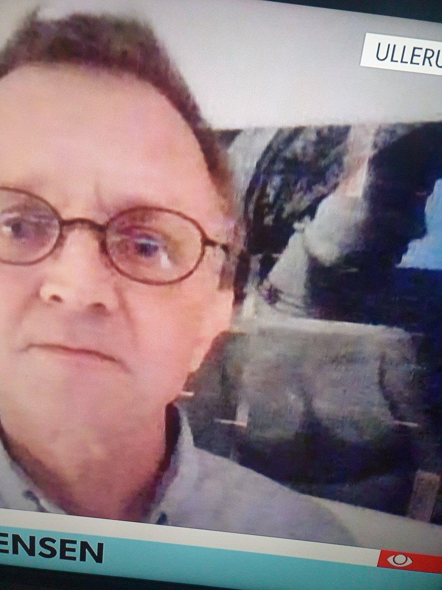 test Twitter Media - Interessant baggrund @ANDERSBONDO vælger til sit skype-interview foran millioner af seere live i tv-avisen #dkmedier #corona #COVID19dk #skolechat https://t.co/hL23zSuUbL