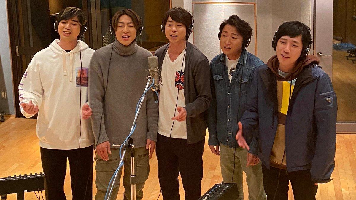 いつか世界中のみんなが元気になった時、こうしてみんなで集まって、新しい音楽を必ずやお届けしたいです! 皆さんが日々を元気に過ごせることを、心から祈っています。 We miss being in the studio right now!  But once we recover as a planet, we will have new music! Stay healthy. #嵐 #ARASHI