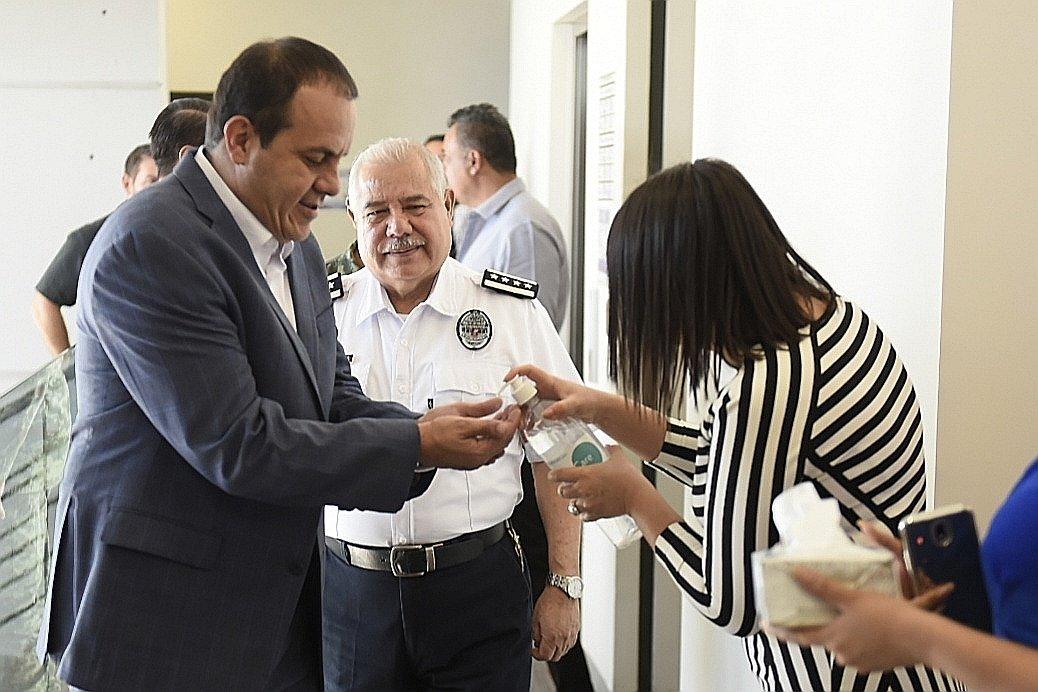 Respetando las medidas de higiene establecidas, llevamos a cabo la reunión diaria de la Mesa de Coordinación Estatal para la Construcción de la Paz. No bajamos la guardia por ningún motivo.