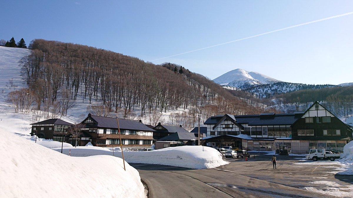 test ツイッターメディア - 今朝の #八甲田 #酸ヶ湯 の定点写真  天候は晴れ  11℃  弱風、積雪275cm  おはようございます。 温~い朝です。上記のようにもうすでに10℃越え… 今日は晴れのち雨、最高気温13℃の予報。 路面はドライ、視界良。 今のところ青空の下に大岳も綺麗に見えてますよ。 #八甲田山 #定点写真 https://t.co/KK09zg7puU