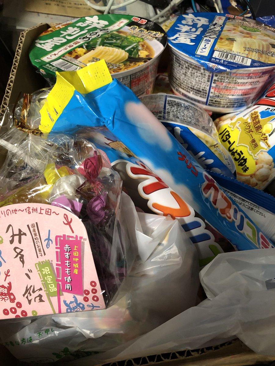 test ツイッターメディア - 娘のお菓子箱。みすず飴が光っている。 https://t.co/NMW2laaYb4
