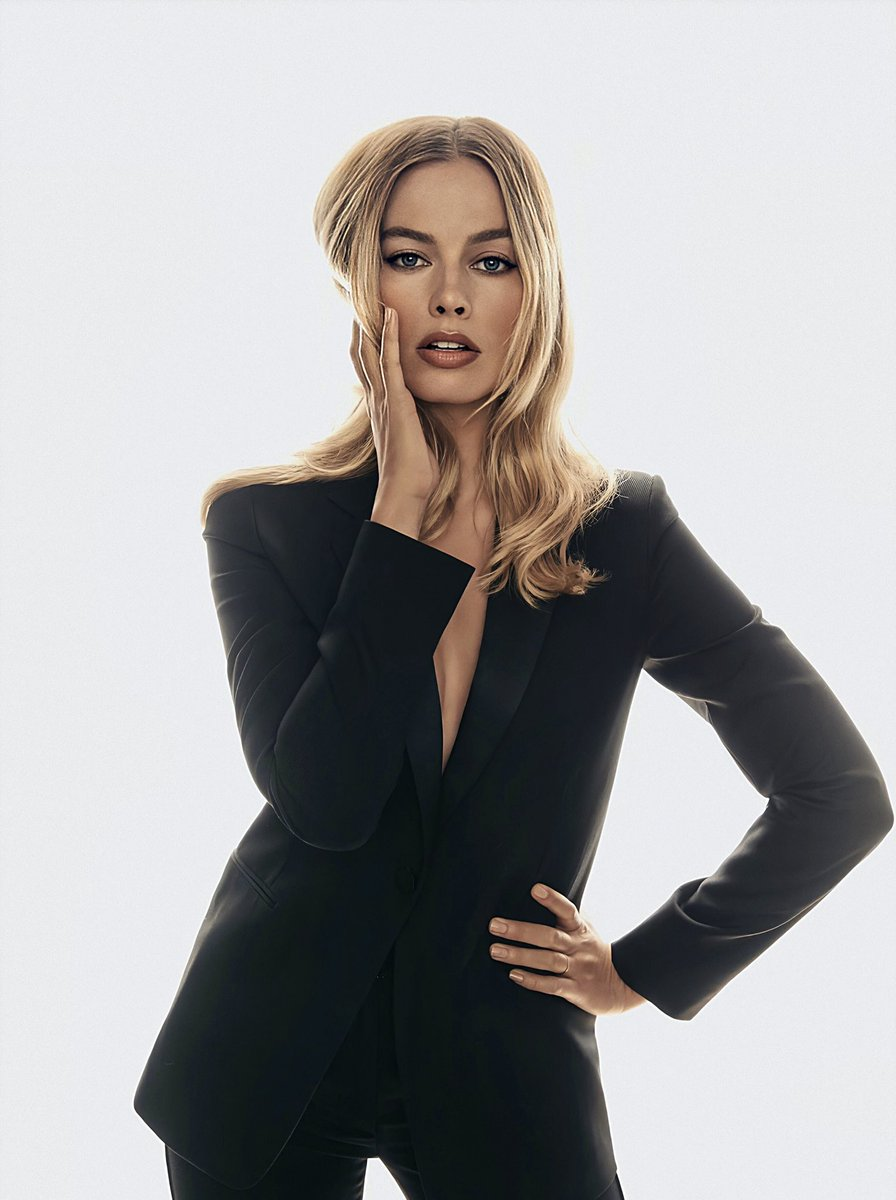 RT @badpostmargots: margot robbie in suits is so powerful https://t.co/vRQdEciGto