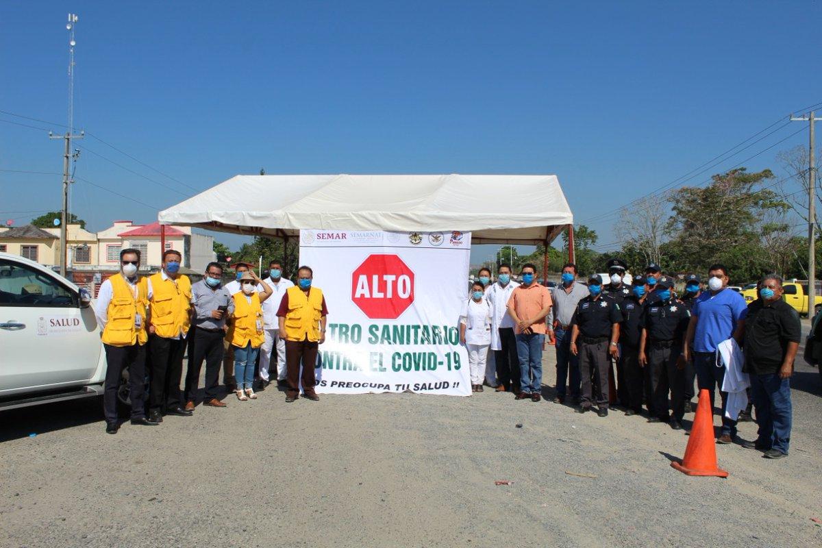 A las 08:00 hrs. se instalo el punto de revisión sanitaria en la carretera federal Comalcalco-Paraiso, a la altura de la r/a Quintín Arauz, con la participación de la Guardia Nacional división Caminos, Policía Estatal de Caminos, Seguridad Pública Municipal y Secretaría de Salud.