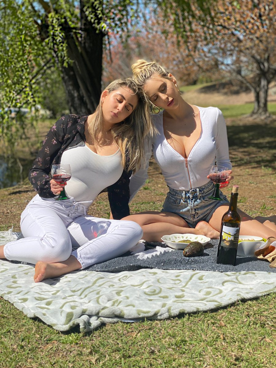Picnic with @katieteresi 💘 A loyal sister is worth a thousand friends 🌿🙏🏼 pic by @Gwynteresi