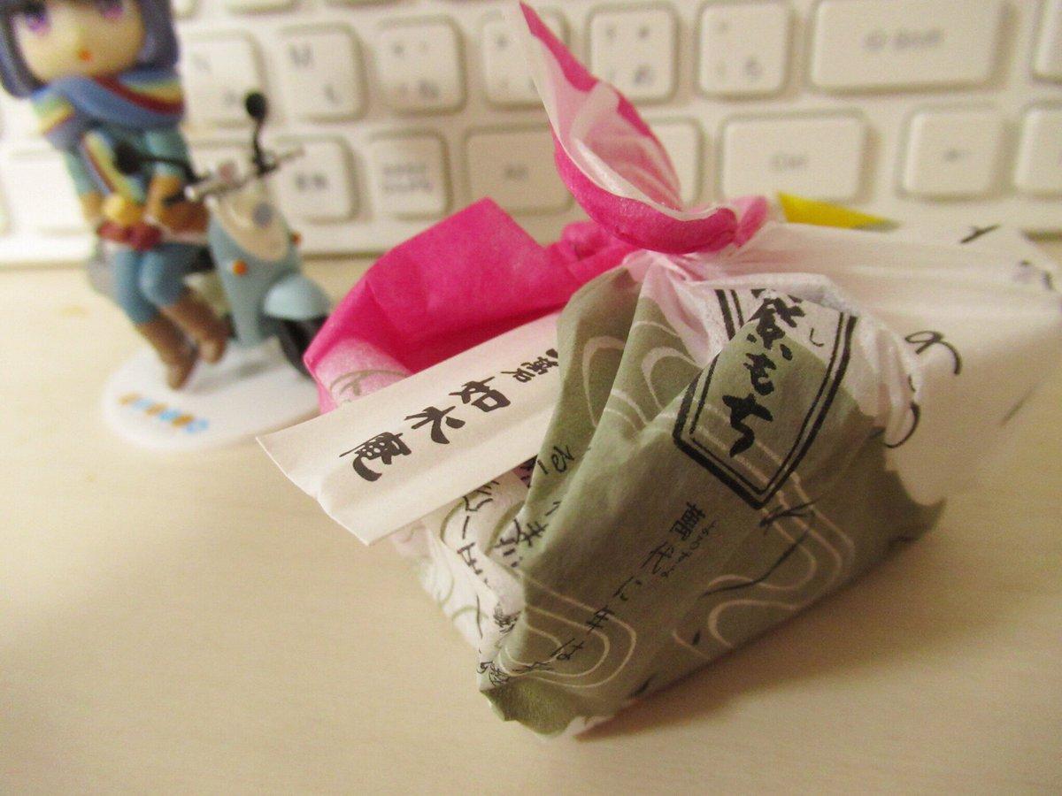 test ツイッターメディア - 今日のおやつは如水庵の筑紫もち!(>_<)ノ 福岡のお土産定番の1つで、お餅にきな粉をまぶした物に黒蜜をかけて食べます。ん?何かに似てるって?気のせいですよ、気のせい(´-`)(笑) https://t.co/auIBEngz6s