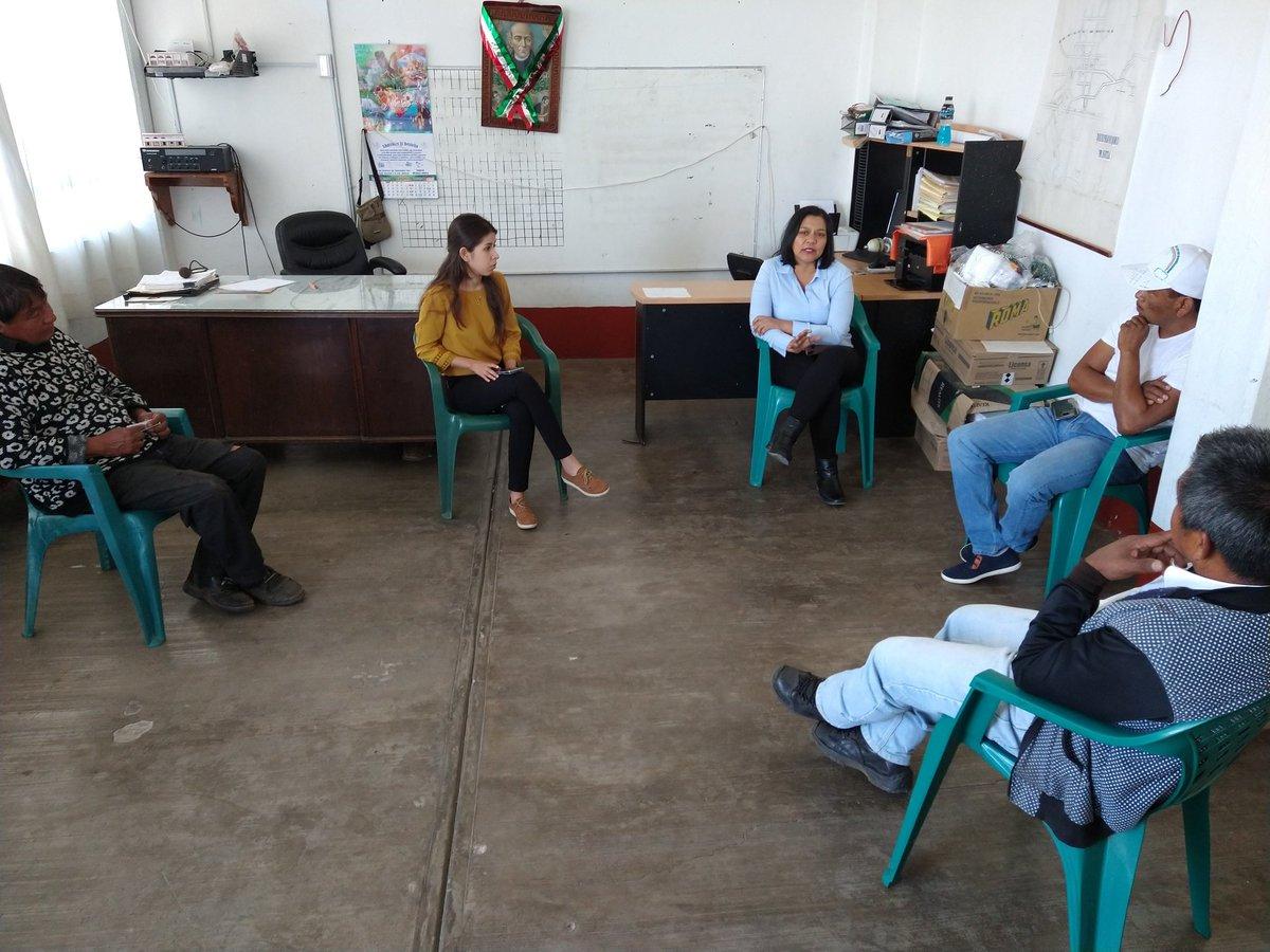 ☑️ ATIENDE LA SEDAGRO A  PRODUCTORES DE COAJOMULCO  Con pleno respeto a las medidas de sanidad, la titular de la @SedagroMorelos #MargaritaGaleana se reunió con el ayudante municipal de #Coajomulco Anastacio Balderas Castillo, para conversar sobre proyectos productivos #Huitzilac