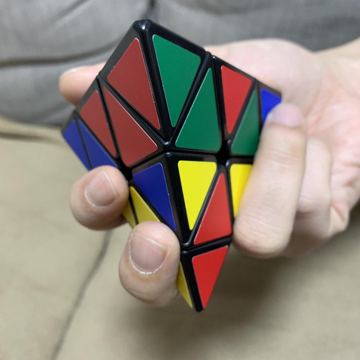 test ツイッターメディア - 雪だるまを作りたい所ですが、 今日は自宅で色々楽しむ! と決めたので、我慢☃️  お昼ご飯の後から、 正三角形9個×4面を揃える (7,500万通りの組み合わせあり⁉️) 🧩ピラミンクス🧩に 挑戦しています!  難しい〜😖💦(Q)  #活脳パズル #脳TOY #正四面体回転パズル https://t.co/9fQNQIFath