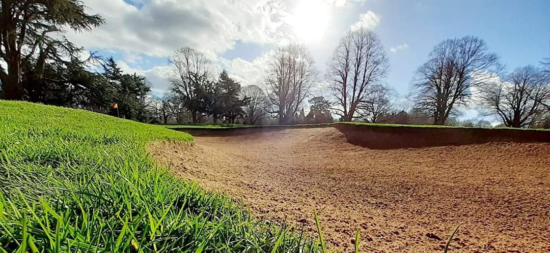 """test Twitter Media - Competition Time 😁  """"How many bunkers are on the course at @IngestreParkGC?""""   (not including practice bunkers) ⛳🤔  Win £20 on your bar card or Dozen Srixon AD333 golf balls. - Winner drawn from correct answers on Saturday 4th April (retweet)  @MidlandsGolfer @IPGCourseupdate https://t.co/W16rzMILwU"""