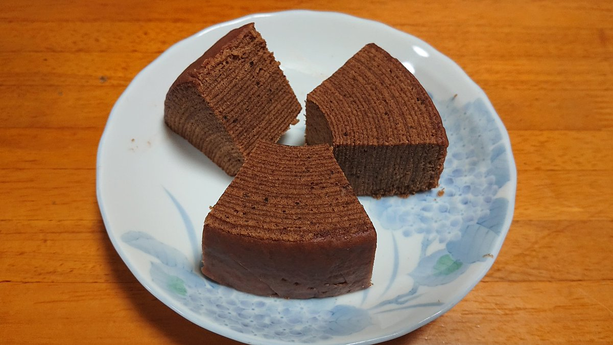test ツイッターメディア - おやつ食べるのさ。 治一郎のココアバウムクーヘン。  #治一郎 #バウムクーヘン #おやつ #ココア https://t.co/yzbbZOdmtA