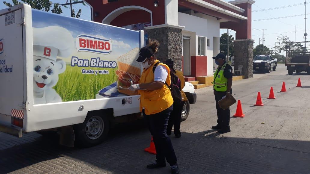 Además del punto de revisión en la carretera Federal Comalcalco-Paraiso, la #PECTabasco tiene presencia en el segundo punto de revisión sanitaria instalado en #Tenosique, trabajamos con otras Instituciones para prevenir contagios por #COVID19. #TuSaludEsPrimero #QuédateEnCasa