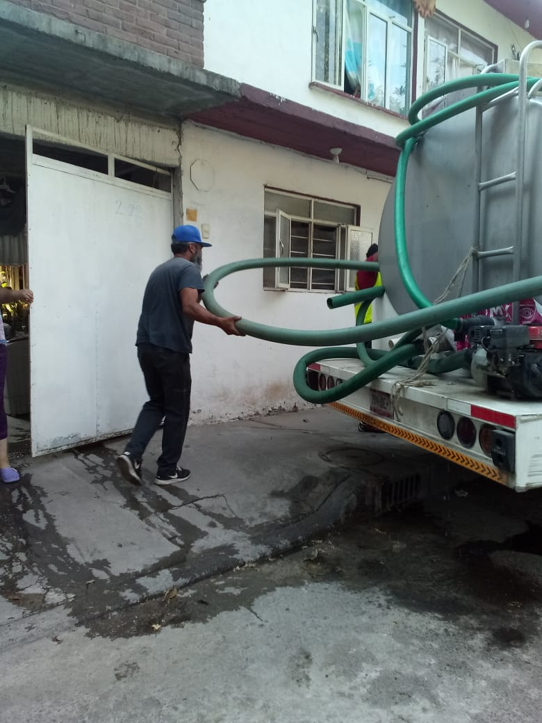 La información que tenemos de @SacmexCDMX es que el servicio de agua se comienza a regularizar en varias colonias de #Azcapotzalco aunque otras todavía presentan problemas, nosotros continuamos con el envío de pipas mediante la plataforma del SUAC