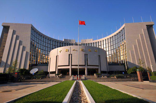 China's central bank on Monday pumped 50 billion yuan (about $7 billion) into the market through seven-day reverse repos while cutting the interest rate by 20 basis points to lower lending costs and offset the economic shock of the #COVID19 outbreak.